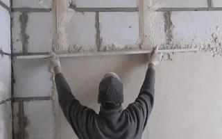 Как выставить маячки для выравнивания стен