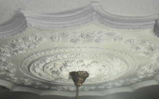 Как клеить гипсовые карнизы на потолок