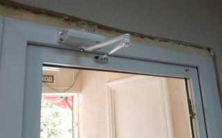 Как настроить доводчик на медленное закрытие двери?