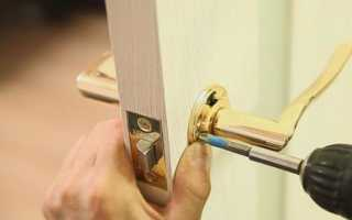 Как собрать дверную ручку с пружиной?