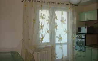 Как оформить окно с балконом на кухне